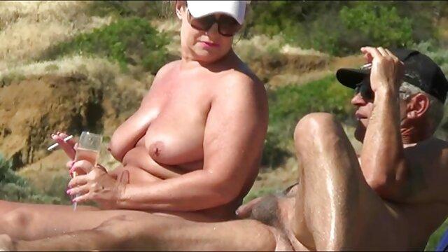 XXX nessuna registrazione  La video porno massaggi erotici bionda matura viene scopata nel culo con il suo bellissimo amante.