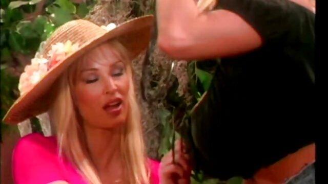 XXX nessuna registrazione  Una ragazza sexy e disgustosa controllava tutto con un cazzo massaggi erotici italiani video forte.