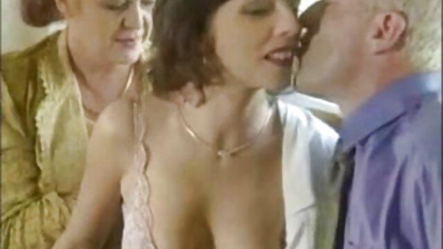 XXX nessuna registrazione  Giovane porno massaggi sensuali porno modello Ashlyn Brook accarezzando la figa e clitoride a raggiungere l'orgasmo.
