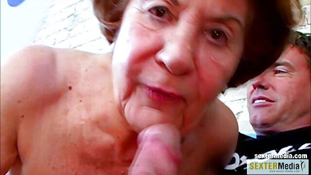 XXX nessuna registrazione  Cornea slut maturo scopa massaggi erotici film energicamente in cucina con un
