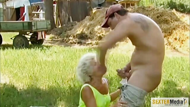 XXX nessuna registrazione  Bruna Donne massaggi erotici porno Grandi Tette terrore in garage per gli uomini in depravato biancheria intima