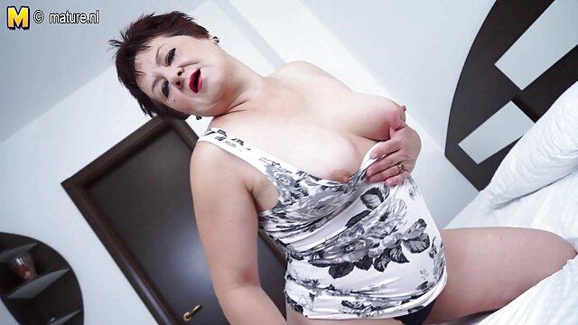 XXX nessuna registrazione  Selvaggio lesbiche in lingerie sexy, iniziare trio sesso orale massaggi erotici italiani in camera da letto.