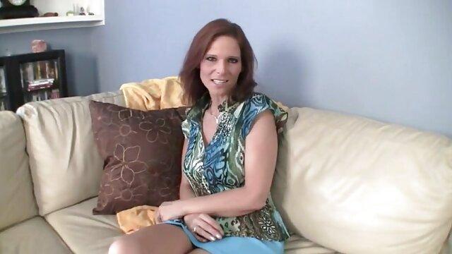 XXX nessuna registrazione  Marito guardando video di massaggi sexy la moglie scopare con i tacchi alti