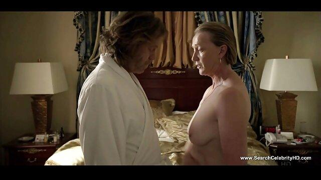 XXX nessuna registrazione  Giovane video erotici di massaggi lesbiche leccata micio e cazzo in gruppo carezze su il pavimento