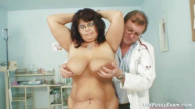 XXX nessuna registrazione  Una giovane modella porno sa come godersi massaggi sexy video grandi More nella sua vagina.