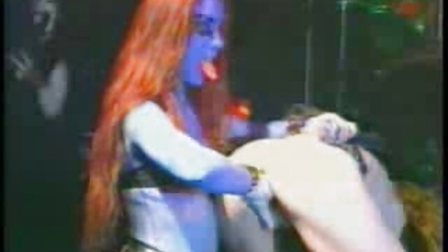 XXX nessuna registrazione  Teen bionda con massaggi hot gratis belle tette cavalca un uomo cazzo con passione