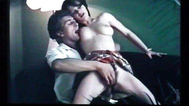 XXX nessuna registrazione  Asian Milf video massaggi orientali porno succhiare attraverso un buco nel muro e deglutizione cum.
