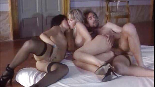 XXX nessuna registrazione  Due giovani troie per un ragazzo fortunato video di massaggi porno