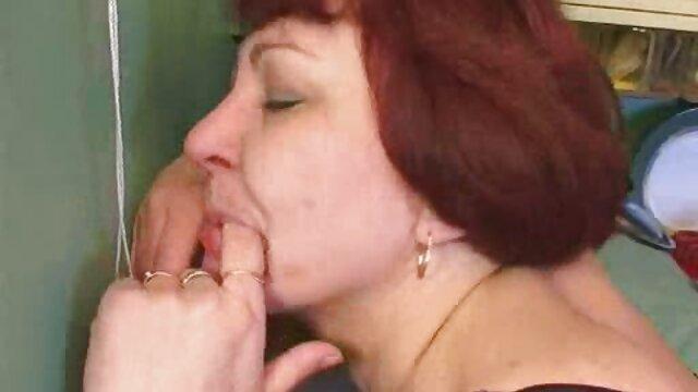 XXX nessuna registrazione  Una Latina figa adulta con grandi massaggi molto erotici tette ed è bello scopare con un dildo