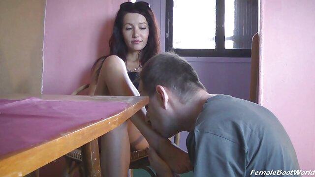 XXX nessuna registrazione  Le donne si video massaggi erotici italiani masturbano mentre puliscono la casa.