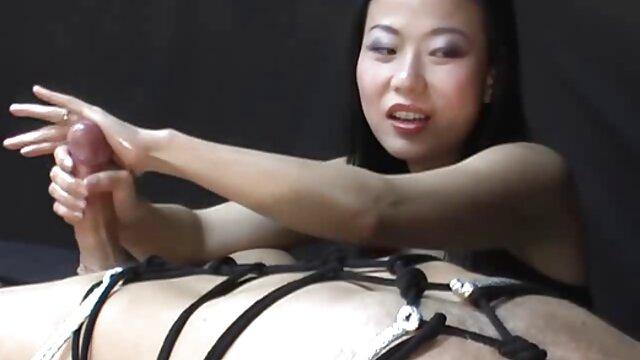 XXX nessuna registrazione  Una grande donna nera cavalca un grosso cazzo nero ed entra massaggi integrali video nel