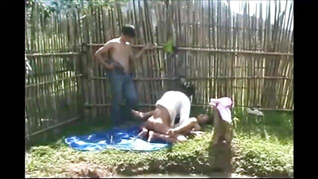 XXX nessuna registrazione  Giovane succosa bionda Elena video di massaggi hard accarezzò delicatamente la sua figa