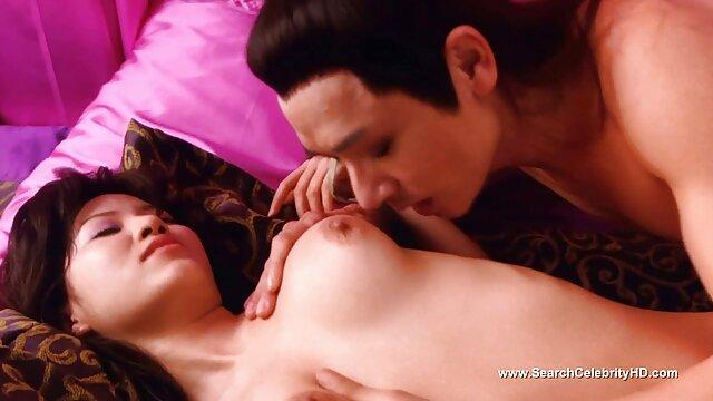 XXX nessuna registrazione  Una signora matura con massaggi sesso gratis grandi tette si lava il culo.