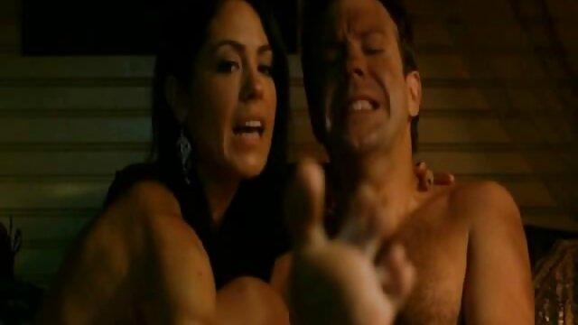 XXX nessuna registrazione  Il giovane pega indossa massaggi video porno gratis un grande strapon e una sorella brutale, la sua ragazza.