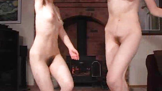 XXX nessuna registrazione  Busty redhead Babe mostra massaggi erotici video gratis un pompino molto sexy