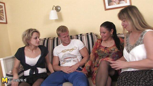 XXX nessuna registrazione  Una giovane bruna mette su un marafeta e conquista un popolo per il sesso massaggi sexy video