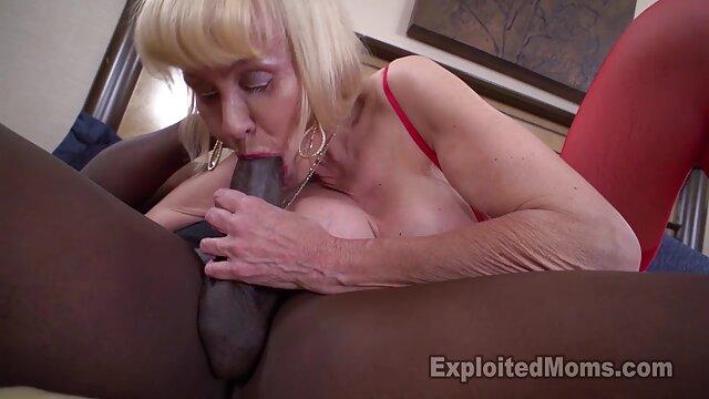 XXX nessuna registrazione  Questo stronzo ama quando video di massaggi hard un pezzo di carne, l'acqua del rubinetto scorre tra le sue tette.,