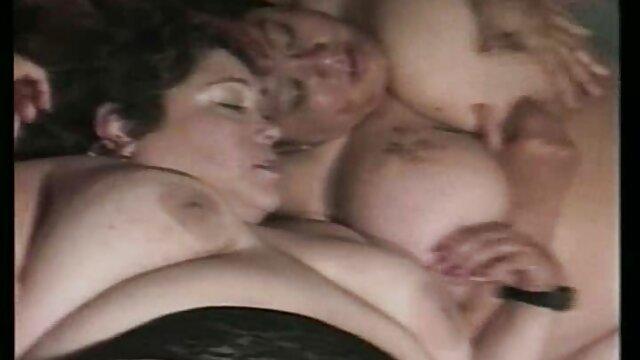 XXX nessuna registrazione  Giovani troie fare sesso, orgia in un privato VIP party videoporno massaggi cinesi