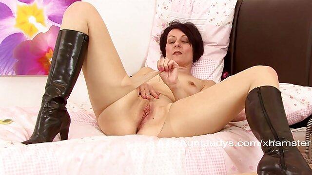XXX nessuna registrazione  La video gratis massaggi erotici giovane attrice porno fa di tutto per compiacere tre cazzi.