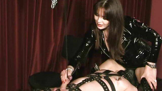 XXX nessuna registrazione  Una porno massaggi sensuali donna matura mette un strapon e il fidanzato di sua sorella nel culo.