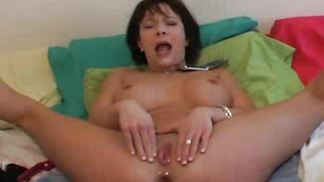 XXX nessuna registrazione  Caldo pornostar scopata difficile e massaggio hot porno completamente per tre