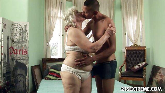XXX nessuna registrazione  Pornostar nel ruolo di dominatrice e il ragazzo video porno italiani massaggi è ipnotizzante