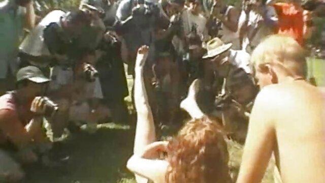 XXX nessuna registrazione  Orgia come una festa di compleanno filmati massaggi erotici