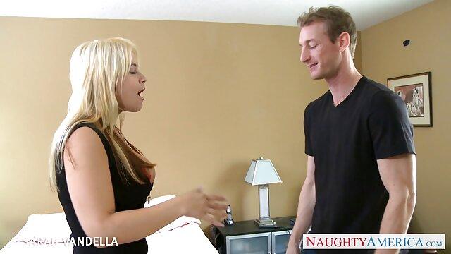 XXX nessuna registrazione  Due ninfomani in lingerie hot in un negozio per adulti. film massaggi porno gratis