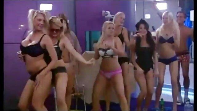 XXX nessuna registrazione  Giovane asiatica film porno gratis massaggi succhia partner cazzo e si deposita sulla schiena in previsione di cazzo