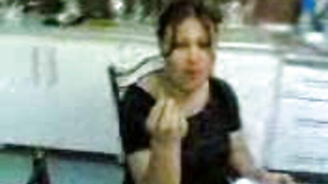XXX nessuna registrazione  Una ragazza adolescente codino ha dato un video di massaggi hard gustoso pompino alla prima persona.