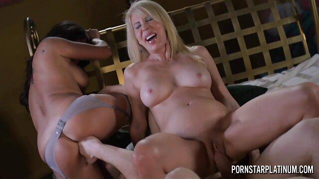 XXX nessuna registrazione  Cattivo giovane porno modello per una figa, masturbazione con la mano, porno massaggi erotici un vero e proprio programma intimo.