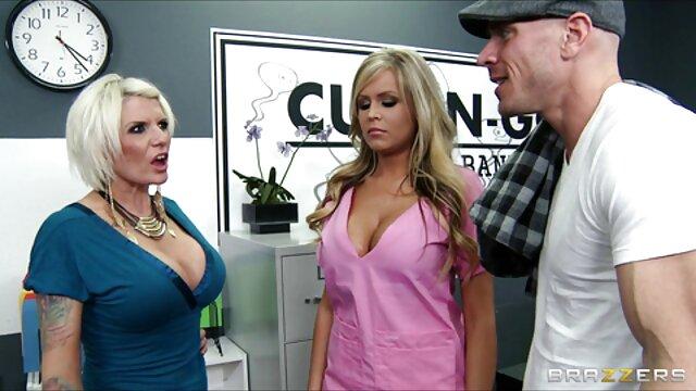 XXX nessuna registrazione  Una giovane donna stava massaggi porno hd guardando il porno e il desiderio di stare con un uomo.