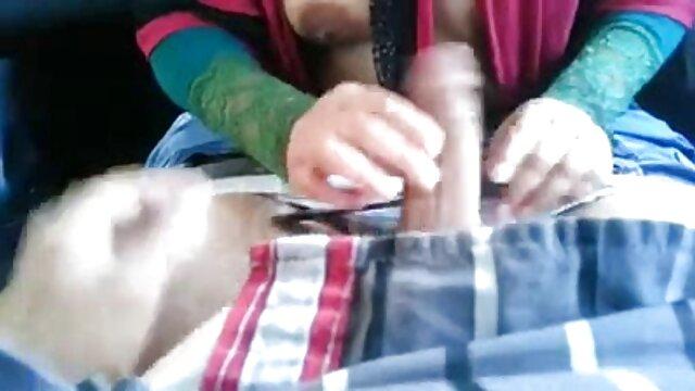 XXX nessuna registrazione  Lussureggiante vecchia lesbica seduce una giovane bellezza massaggio eccitante video