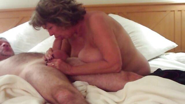 XXX nessuna registrazione  Una bella attrice con le gambe tatuate prova una sega filmati di massaggi erotici Anale sotto la doccia.
