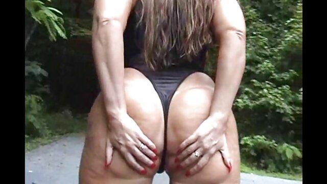 XXX nessuna registrazione  Splendida bionda matura si occupa di uomo massaggi xxx pene con foro