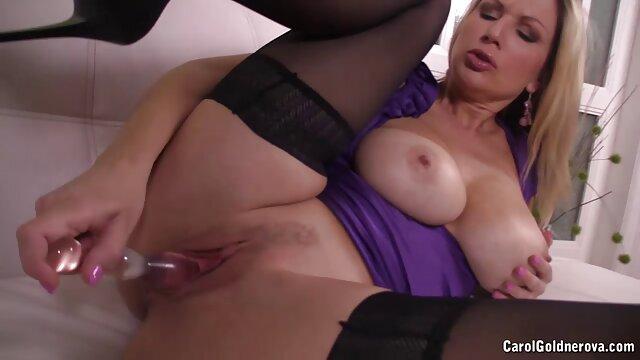 XXX nessuna registrazione  Il ragazzo video porno italiani massaggi ha spruzzato lo sperma lasciando tracce.
