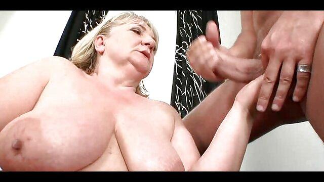 XXX nessuna registrazione  La tettona Anastasia ha la figa e il culo normalmente lavati massaggi sessuali video da due cazzi.