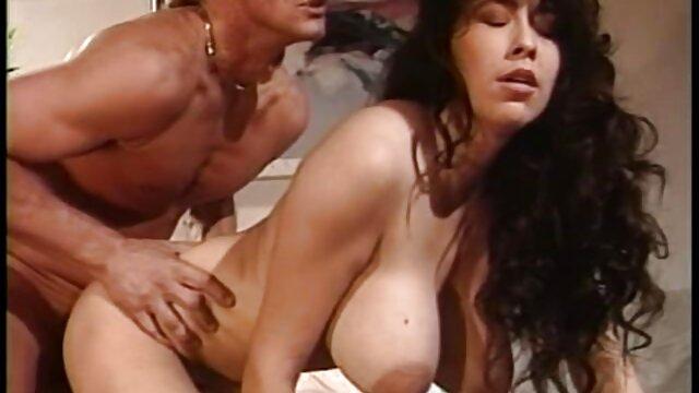 XXX nessuna registrazione  Una ragazza entusiasta di avere massaggi italiani hard un grosso cazzo e pronto ad avere un creampie
