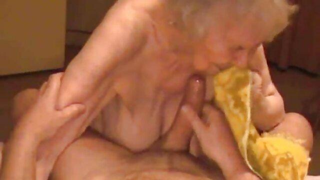 XXX nessuna registrazione  Ragazze arrapate video massaggi erotici amatoriali in calze spingono il cazzo del loro papà giù per la gola dopo un massaggio piccante