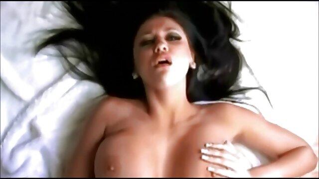 XXX nessuna registrazione  Matura preferisce rimanere a casa con il suo video porno massaggi erotici ronzio dildo