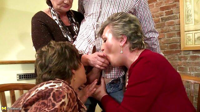 XXX nessuna registrazione  Un giovane atleta non incatenato ha mostrato la sua L. porno massaggi gratis proprio in palestra.