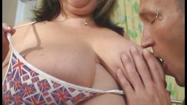 XXX nessuna registrazione  Giovane bruna sorella, il suo culo con un dildo e ha un cazzo massaggi particolari porno dentro di lei.