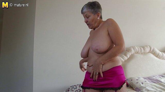 XXX nessuna registrazione  La cagna chiede che le persone entrino nella sua figa. video massaggio integrale