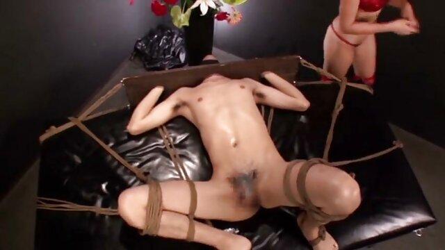XXX nessuna registrazione  La giovane bruna è venuto a un uomo che video porno massaggi orientali era in famiglia per il sesso e l'orgasmo.