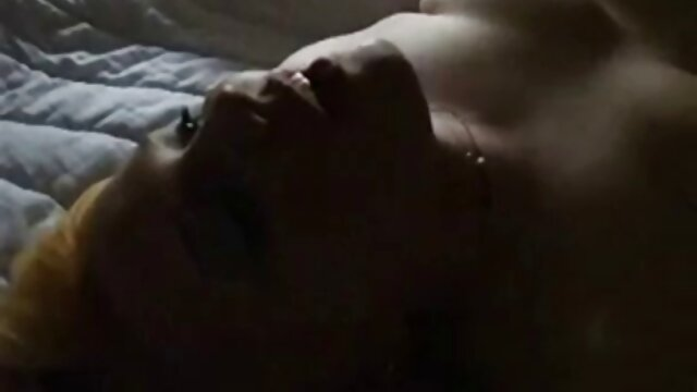 XXX nessuna registrazione  La giovane bellezza arrapata spiava lavando massaggi video erotici queste vecchie sorelle con lui.