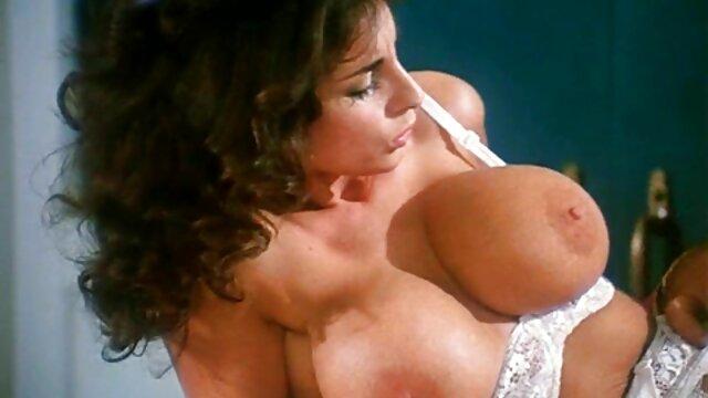 XXX nessuna registrazione  Le donne massaggi erotici video gratis coraggiose hanno accettato di fare sesso per strada.