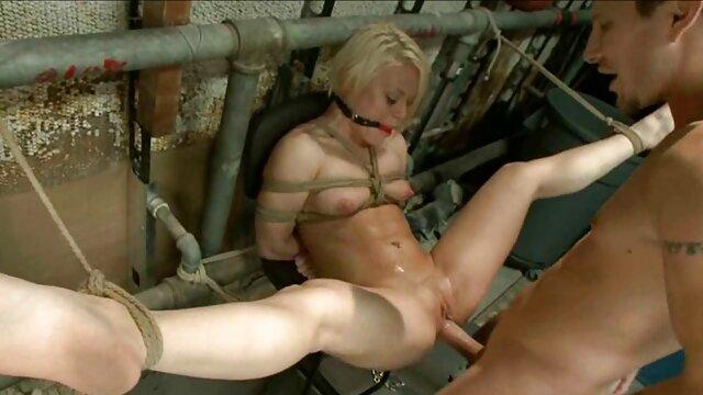XXX nessuna registrazione  Cornea video massaggi eccitanti giovane ragazza seduta sul pavimento e leccare fighe in 69 posizione
