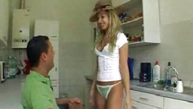 XXX nessuna registrazione  Donna matura con grande culo seduto sulla parte superiore del cazzo video massaggi erotici italiani e saltare