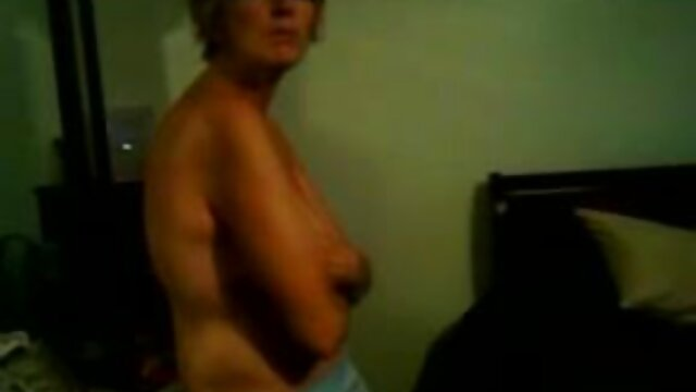 XXX nessuna registrazione  La ragazza di città con le gambe massaggi hard gratis lunghe si presenti con modi per coccole a letto