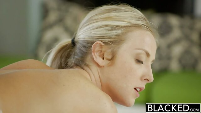 XXX nessuna registrazione  Una cagna calda film porno massaggi cinesi si masturba con un dildo e vuole attaccare il cazzo di un ragazzo in lei.
